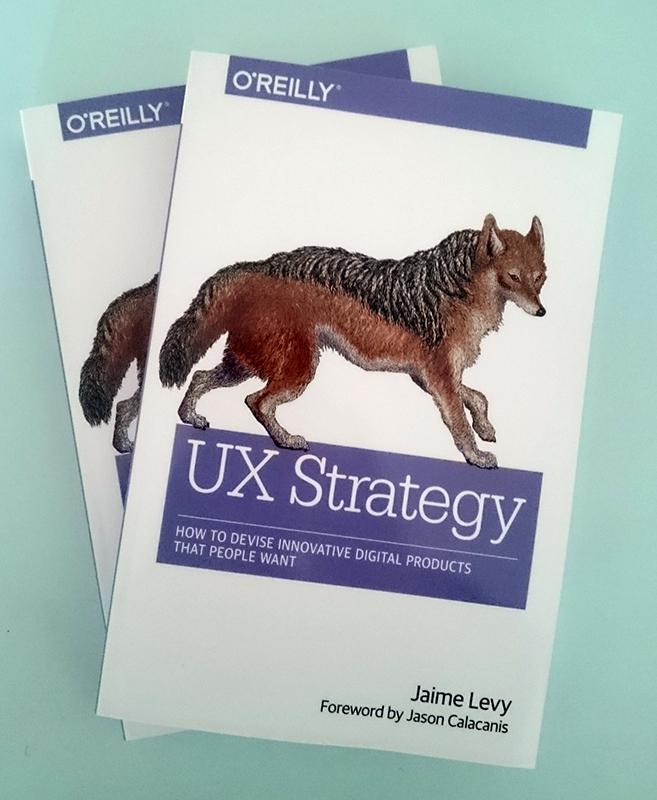 Dwa egzemplarze książki UX Strategy autorstwa Jaime Levy