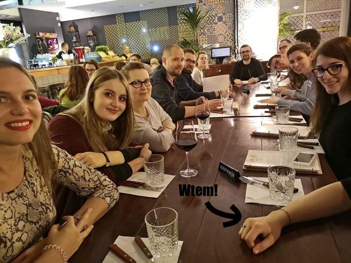 Uczestniczy warsztatów w czasie kolacji